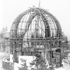 The Plaskett telescope, circa 1915.